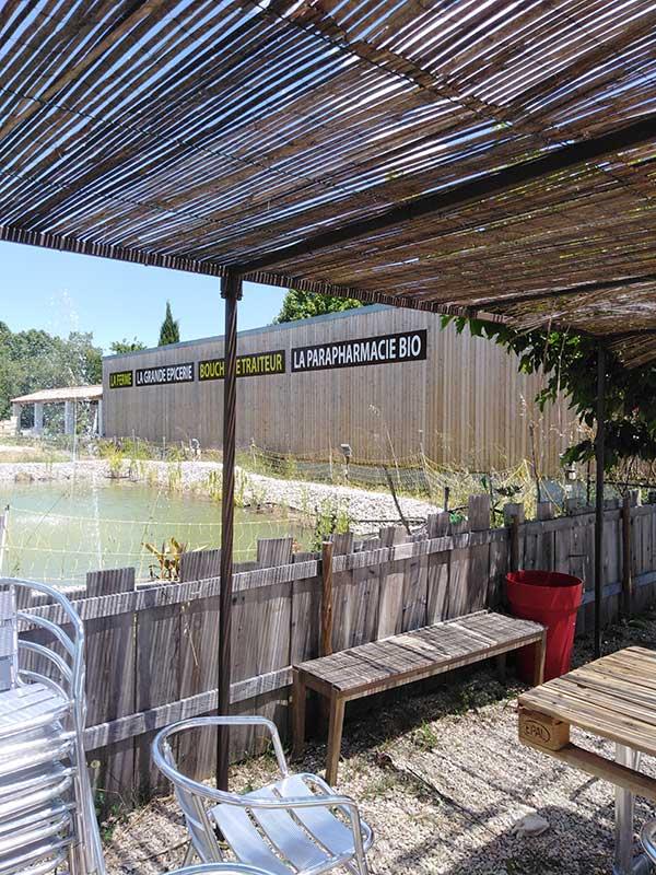 terrasse-restaurant-bio-pertuis-vaucluse-provence